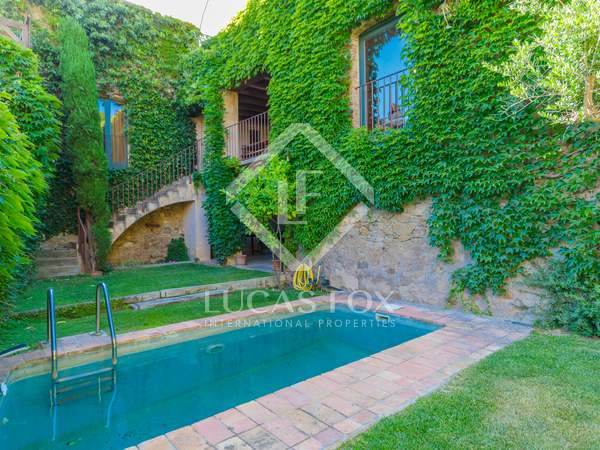 302m² Country house with 100m² garden for sale in Baix Empordà