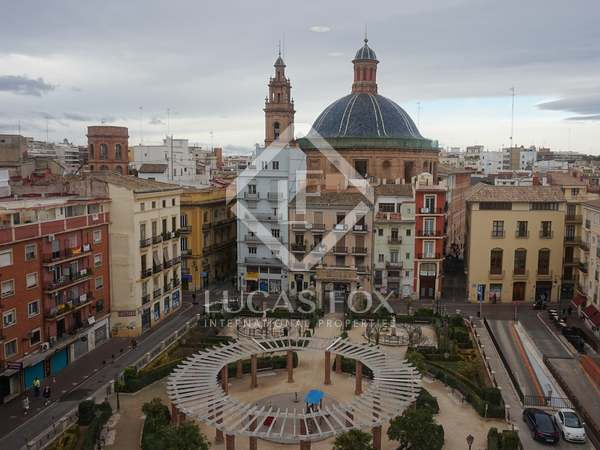 145m² apartment with 8m² terrace for sale in El Mercat