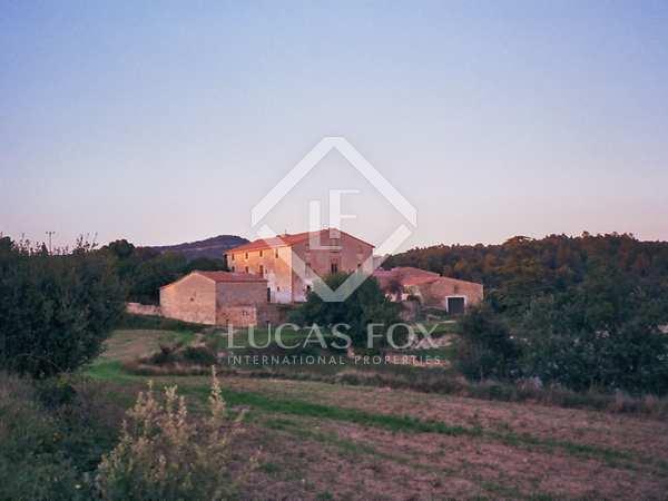 Casa de campo catalana en venta, en un terreno de 250 ha
