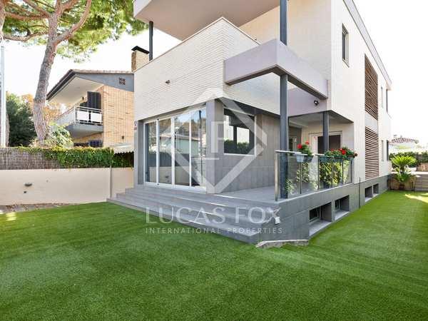 343m² House / Villa for sale in La Pineda, Barcelona