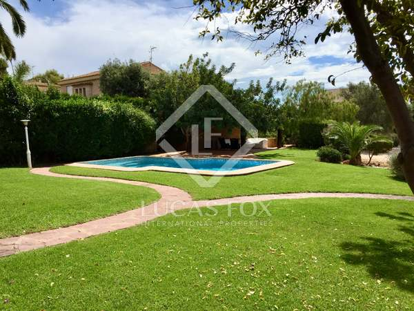350 m² villa for sale in Los Monasterios, Valencia