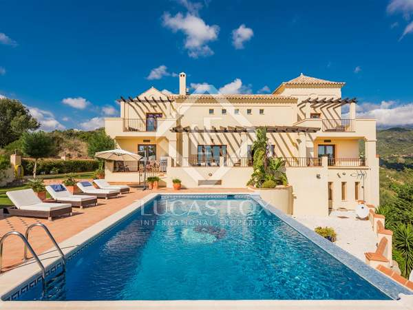 703m² villa with 175m² terrace for sale in Benahavís