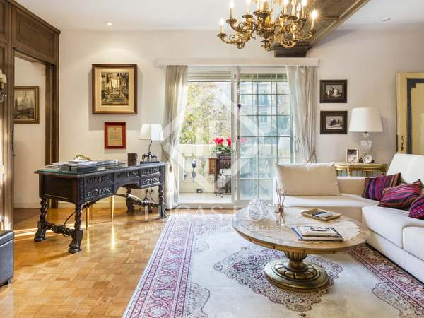237 m² apartment with terrace for sale in Sant Gervasi