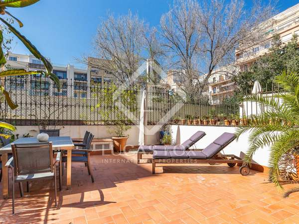 128m² Apartment with 60m² terrace for sale in Eixample Left