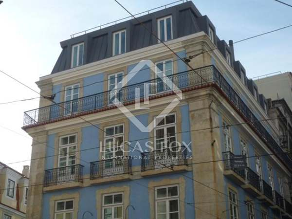 Stunning renovated 3 bedroom apartment for sale, Lisbon