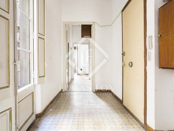 6-bedroom apartment to renovate for sale in Gótico, Barcelona