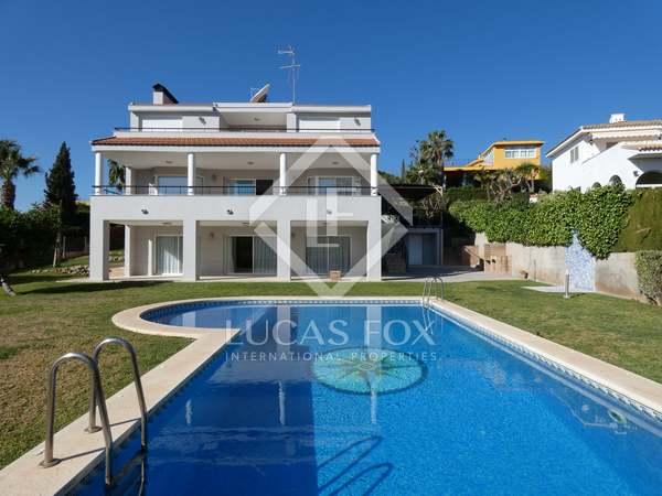 275m² House / Villa for rent in Los Monasterios, Valencia