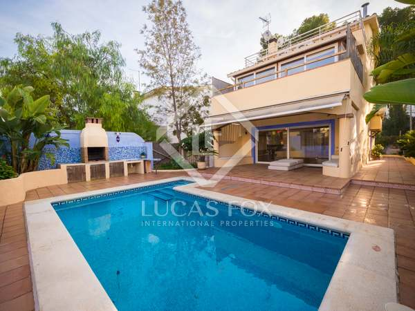 190m² House / Villa with 24m² garden for rent in Castelldefels