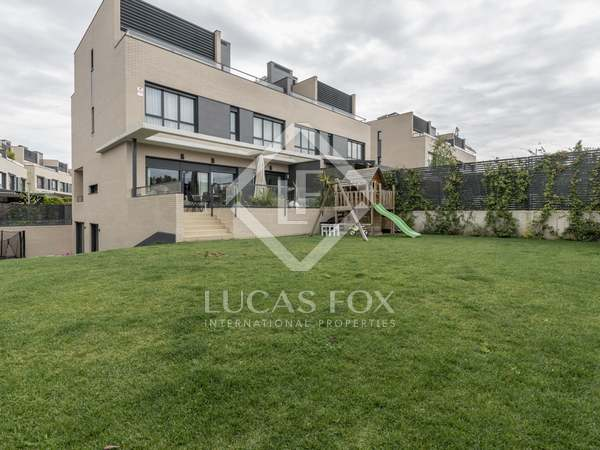 327m² House / Villa with 260m² garden for sale in Aravaca