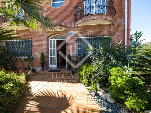 480m² House / Villa with 372m² garden for sale in Gavà Mar