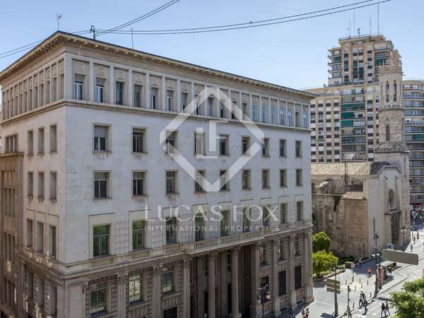 Penthouse van 219m² te huur met 40m² terras in Extramurs