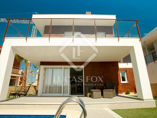 228m² House / Villa with 53m² terrace for sale in Alicante ciudad