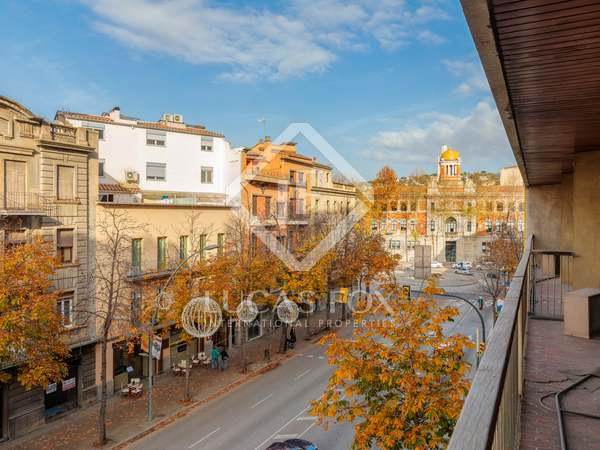 288m² Apartment with 35m² terrace for sale in Girona Center