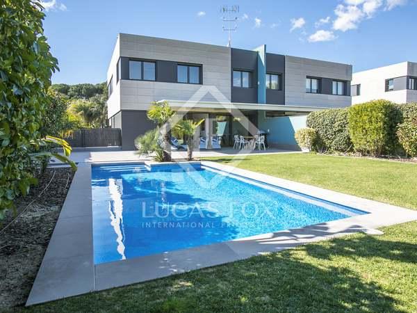 Дом / Вилла 498m² на продажу в Сан Андреу де Льеванерас