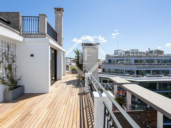 172m² Penthouse with 77m² terrace for sale in Eixample Left