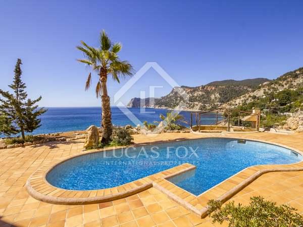 Eerste lijn woning te koop in Es Cubells, Ibiza