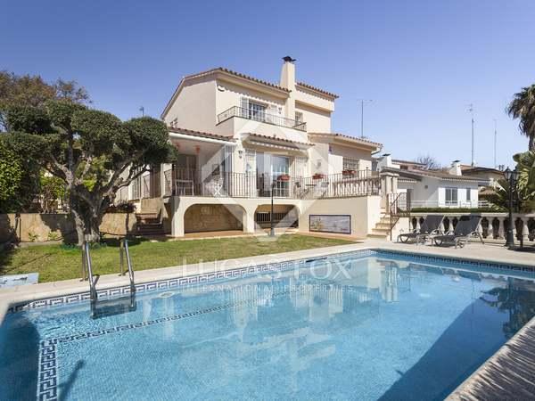 Huis / Villa van 260m² te koop in Vallpineda, Barcelona