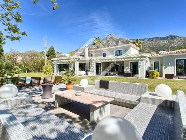 640 m² house with 150 m² terrace for sale in West Marbella