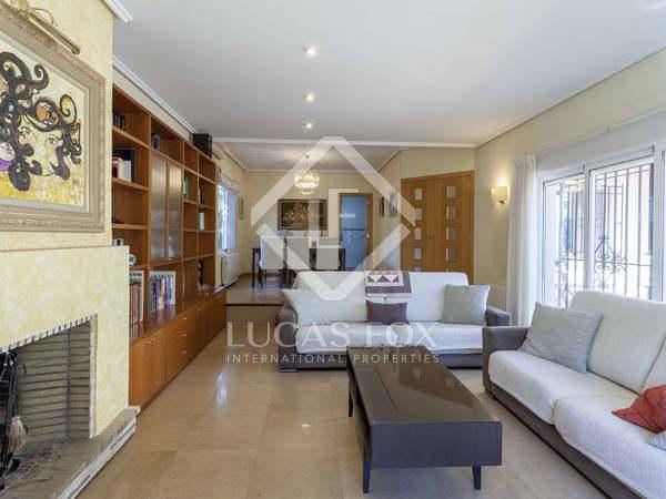 264m² House / Villa for sale in La Cañada, Valencia