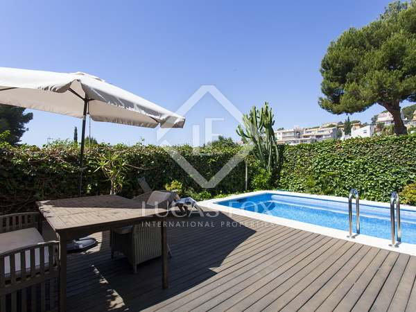3-storey house with a pool and garden for sale in Vallpineda