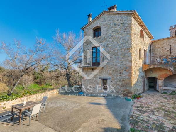 350m² Country house with 250m² garden for sale in Pla de l'Estany