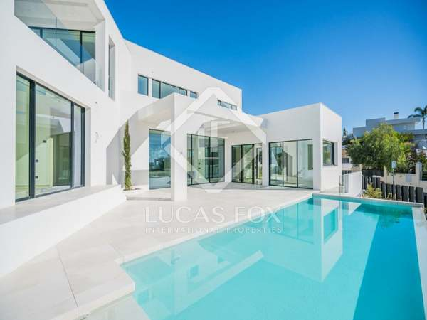 600m² House / Villa with 1,200m² garden for sale in Nueva Andalucía
