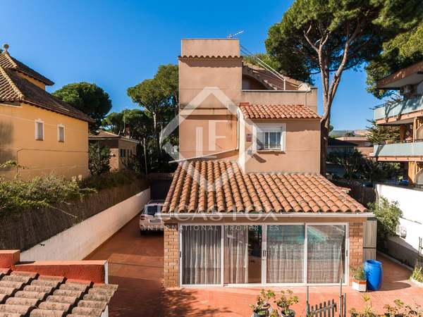 154 m² house with 12 m² terrace for sale in Castelldefels