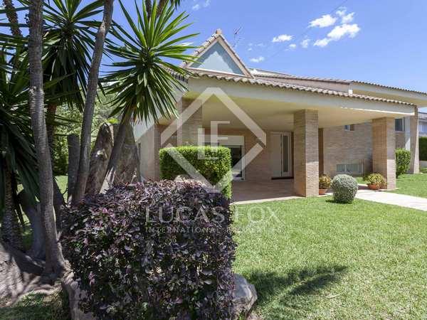 574m² House / Villa for sale in La Cañada, Valencia
