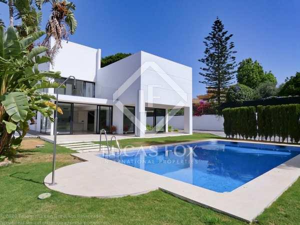 400m² House / Villa with 1,151m² garden for sale in San Pedro de Alcántara / Guadalmina