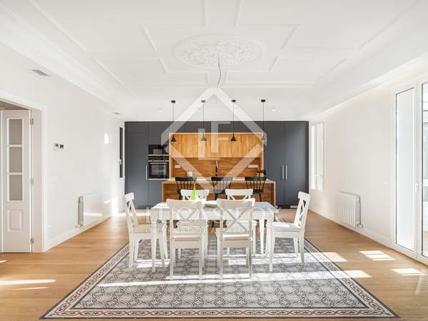 145m² Apartment with 6m² terrace for sale in Eixample Right