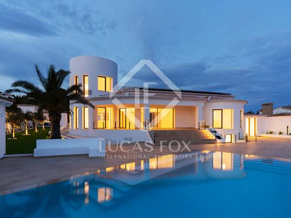 Huis / Villa van 330m² te koop in Jávea, Costa Blanca