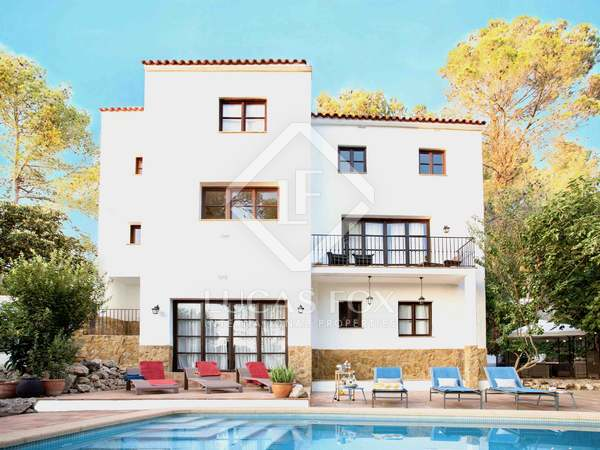 326m² House / Villa for sale in Olivella, Barcelona