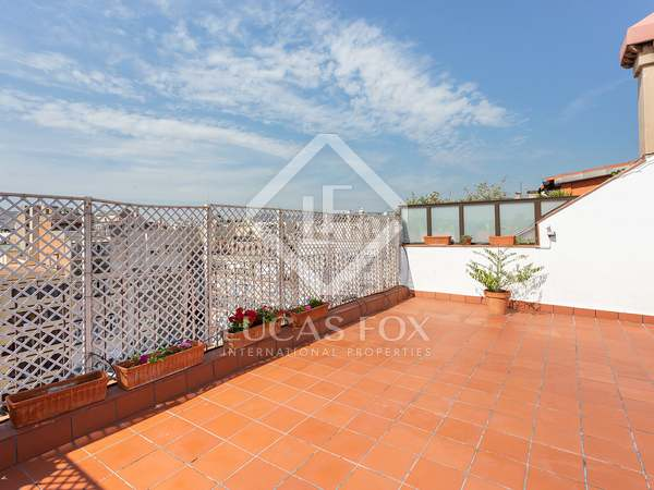 90m² Penthouse with 60m² terrace for sale in Eixample Right