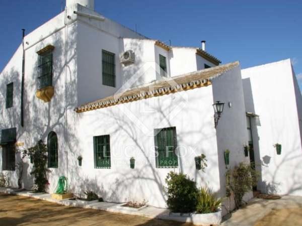 800m² Hästgård till salu i Sevilla, Andalusien