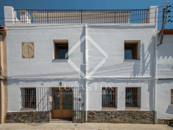 310 m² house with 150 m² patio for rent in Alella