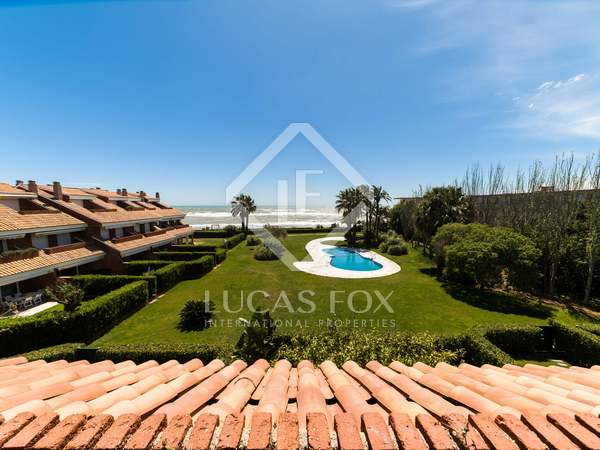 Casa / Villa de 315m² con 40m² de jardín en venta en Gavà Mar