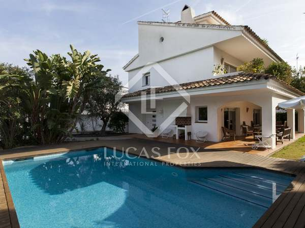 5-bedroom house with a garden and pool for sale in Terramar