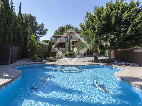873m² House / Villa for rent in La Eliana, Valencia