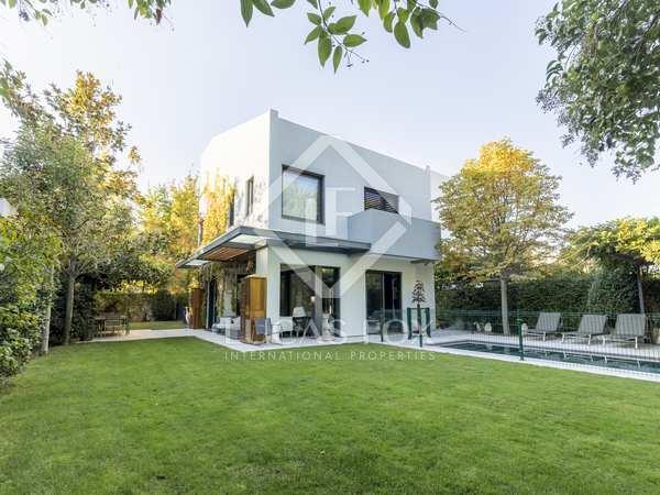 huis / villa van 322m² te koop met 400m² Tuin in Aravaca