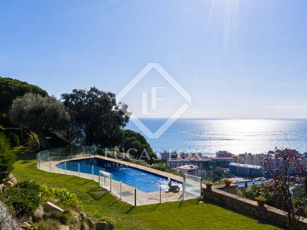 302m² House / Villa with 3,660m² garden for sale in Caldes d'Estrac