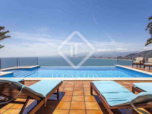 423m² house with 80m² terrace for rent in Cullera