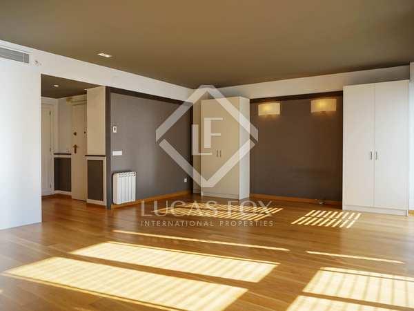 5-bedroom apartment to update for sale in Exposición