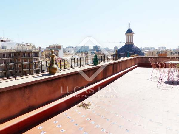 Penthouse to buy and renovate on Plaza de la Virgen