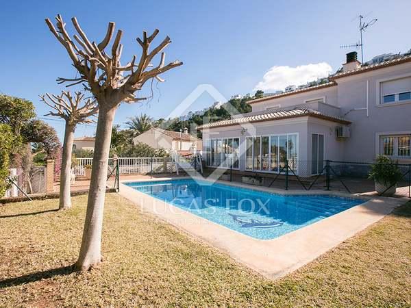 Casa de 390m² con 410m² de jardín en alquiler en Dénia
