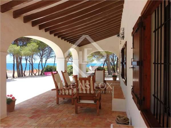 Villa en primera línea de mar en venta, zona de las Rotas