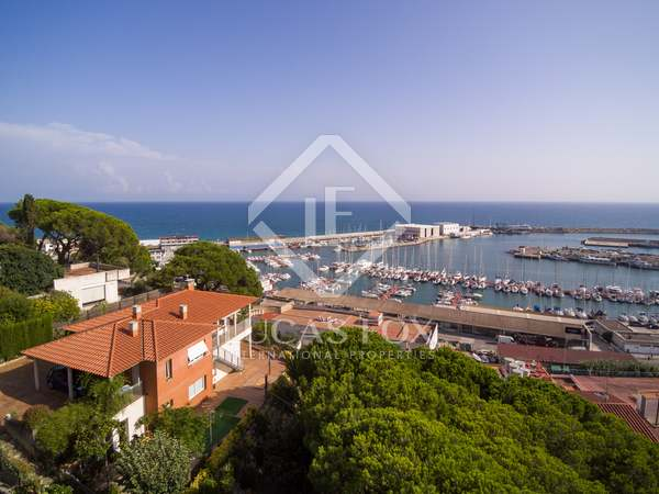 307m² House / Villa with 1,500m² garden for sale in Arenys de Mar