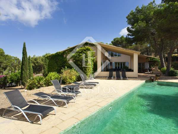 Modern house for sale with sea views overlooking Sitges