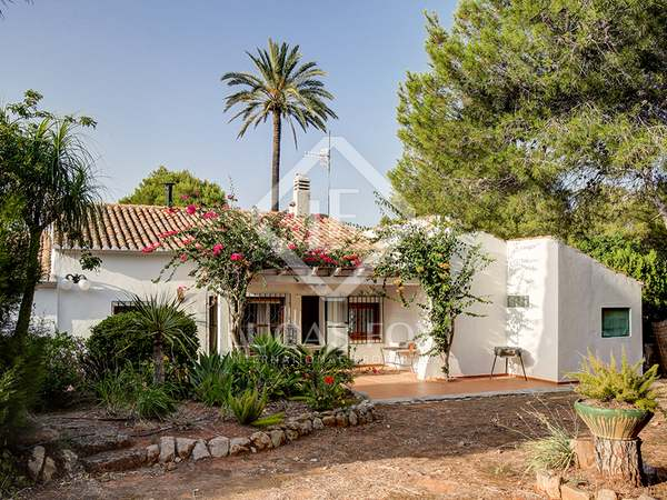 200m² House / Villa with 1,300m² garden for sale in Dénia