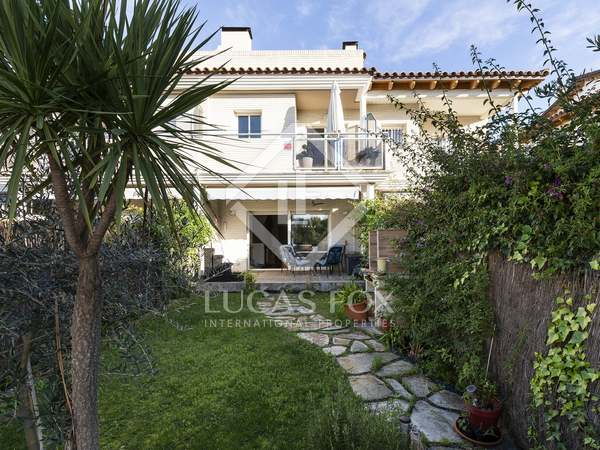 151m² House / Villa for sale in Levantina, Barcelona