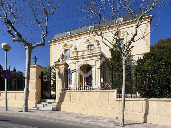 Neoclassical mansion to renovate in El Masnou, Barcelona